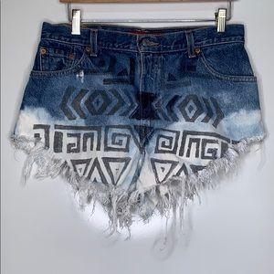 LEVI'S • Vintage 550 Ripped Bleach Denim Shorts